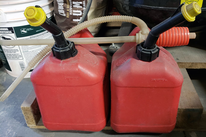 Siphon pump and gas cans